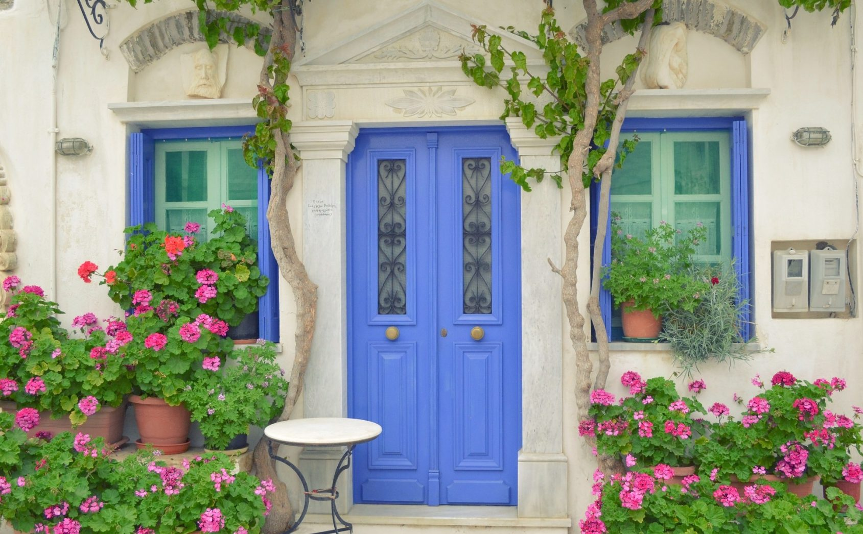 """Multiple entrances help answer """"should I list my space on Airbnb?"""""""